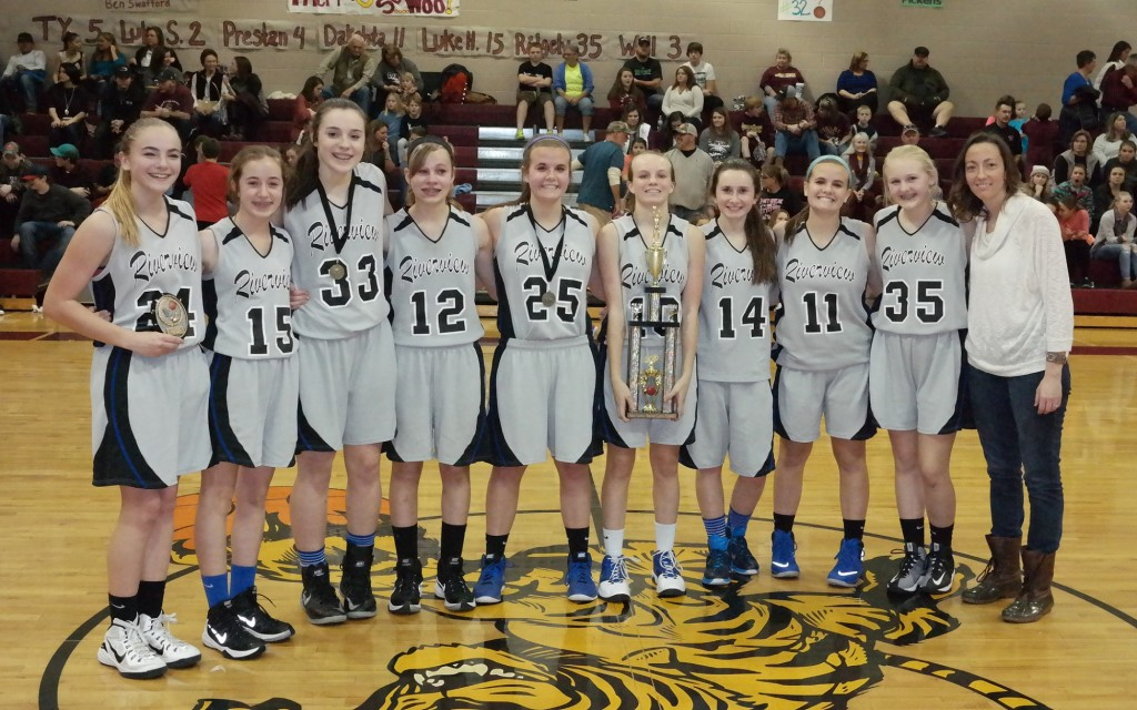 The Riverview Lady Eagles pose with the 2015-16 North Georgia Mountain League eighth-grade girls championship. (Photo by: Kevin Hensley)